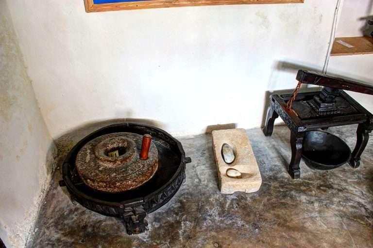 lamu old town museum lamu town kenya (10)